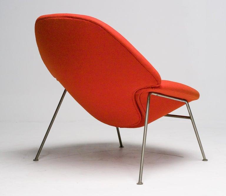 Mid-Century Modern Pierre Paulin F555 Lounge Chair For Sale