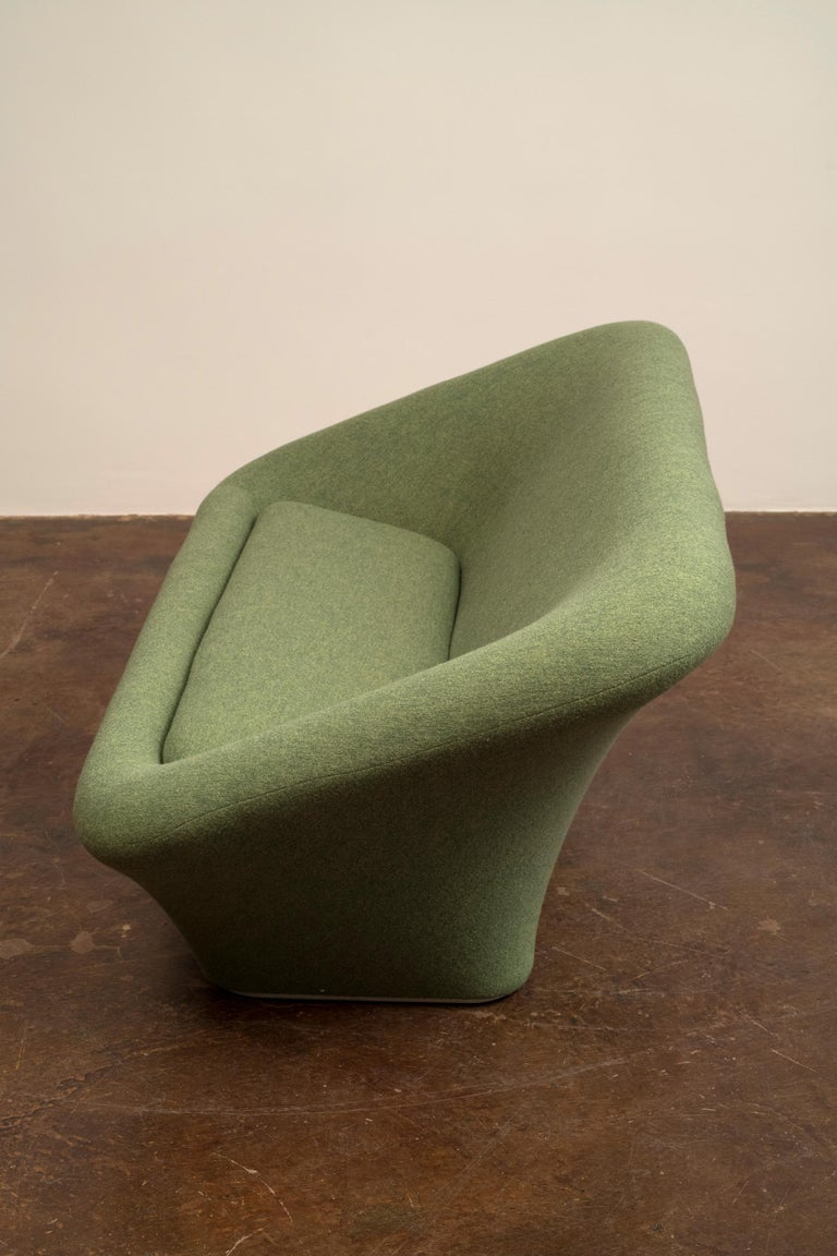 A model C565 square mushroom sofa for Artifort, designed by Pierre Paulin in 1962. This original example has been rebuilt and reupholstered in Holland and Sherry Moss Green boiled wool.
