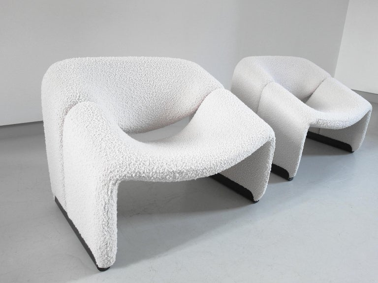 A perfect pair of boucle wool upholstered Groovy chairs, or model F598 chairs, designed by Pierre Paulin for Artifort, The Netherlands, 1973. This sculptural pair of lounge chairs has been delicately reupholstered in an ivory/crème boucle wool which