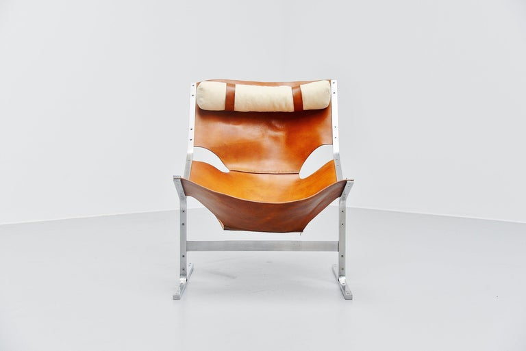 Fantastic sculptural lounge chair designed by Pierre Thielen and sold at Metz & Co, Holland, 1960s. This is a fantastic chair, close to the designs by Pierre Paulin, though this is often sold as s pre-production from the F444, it is not a design by