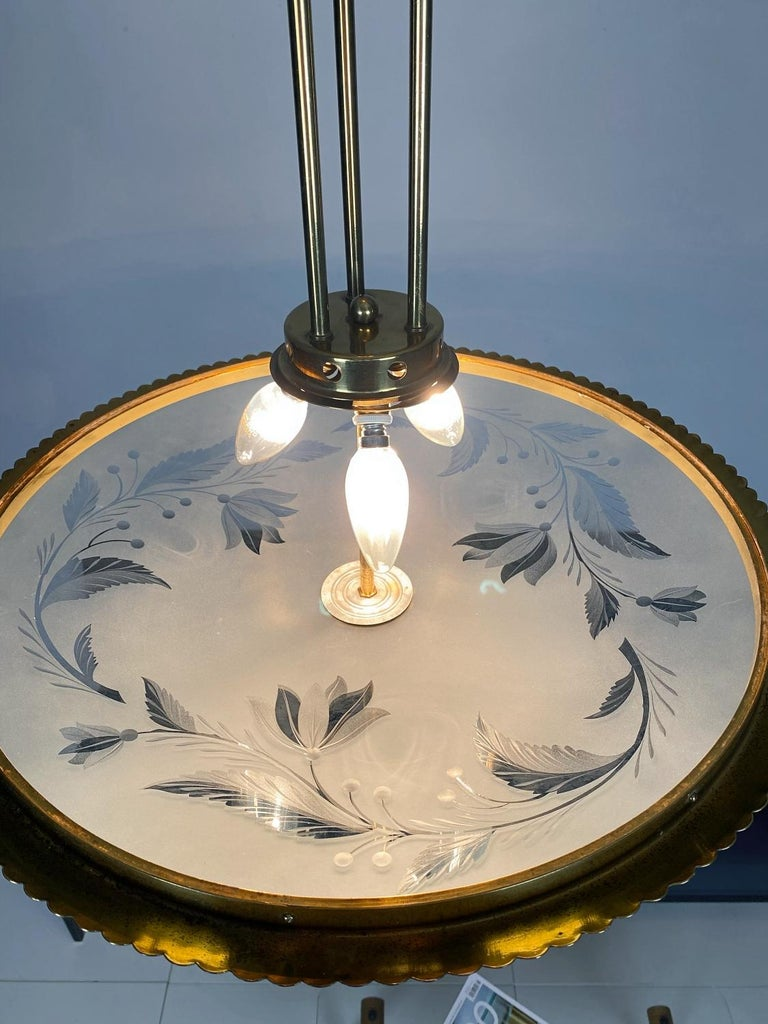 Pietro Chiesa Brass & Carved Satin Glass Chandelier, 1950s, Italy For Sale 3