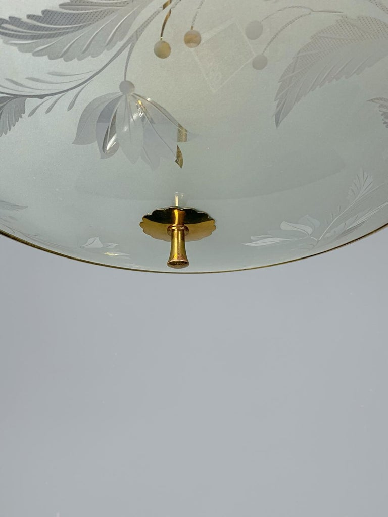 Mid-Century Modern Pietro Chiesa Brass & Carved Satin Glass Chandelier, 1950s, Italy For Sale