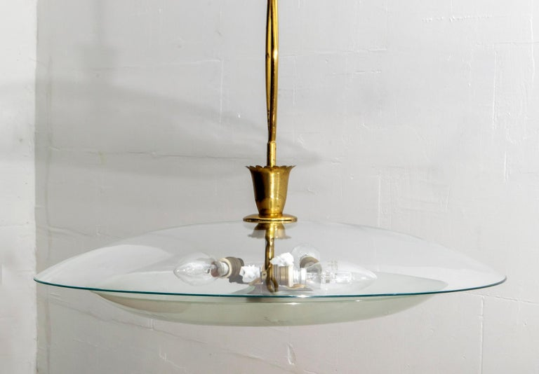 Pietro Chiesa Midcentury Italian Glass and Brass Chandelier by Fontana Arte For Sale 3