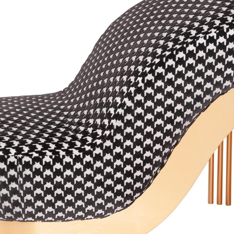 Pike Heels Long Chair with Black and White Fabric In New Condition For Sale In Paris, FR