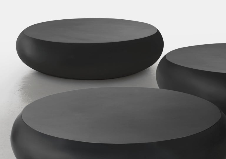 Pillola, round varnished coffee table in fibreglass. Available in different colors and finishes, matte or gloss but also upholstered in leatherette. Designer: Verter Turroni Year: 2008  Packaged state for shipping team: PIL01T: dimensions: 107