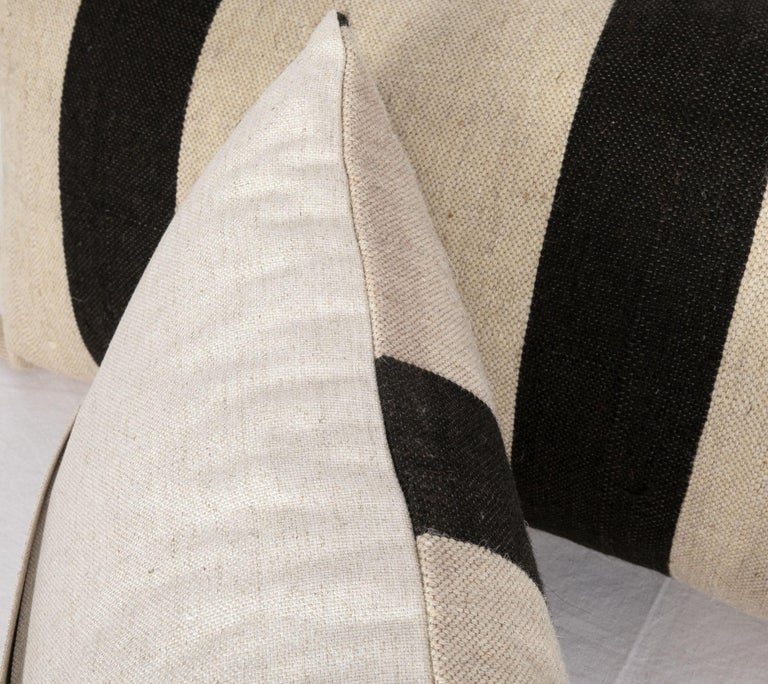 Pillow Case Fashioned from a Contemporary Wool Weaving In Good Condition For Sale In Istanbul, TR