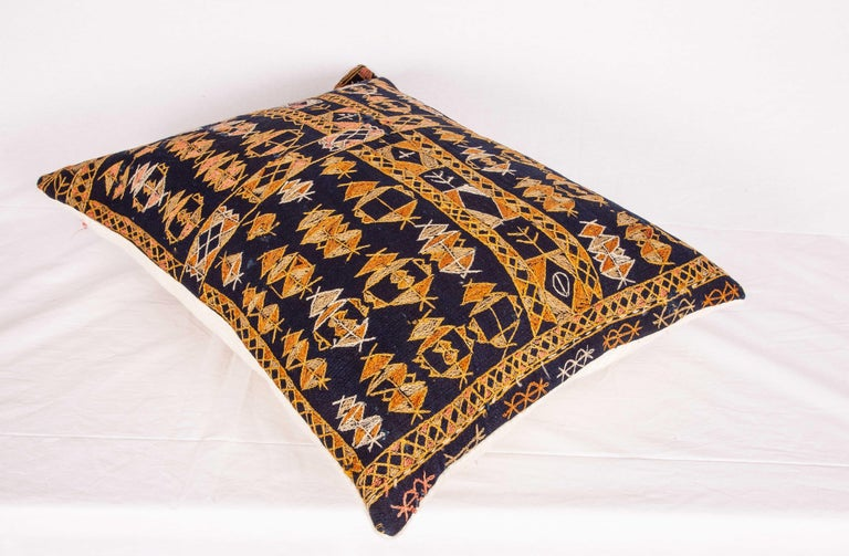 Pillow Case Fashioned from an Early 20th Century Kurdish Djidjim Kilim In Good Condition For Sale In Istanbul, TR