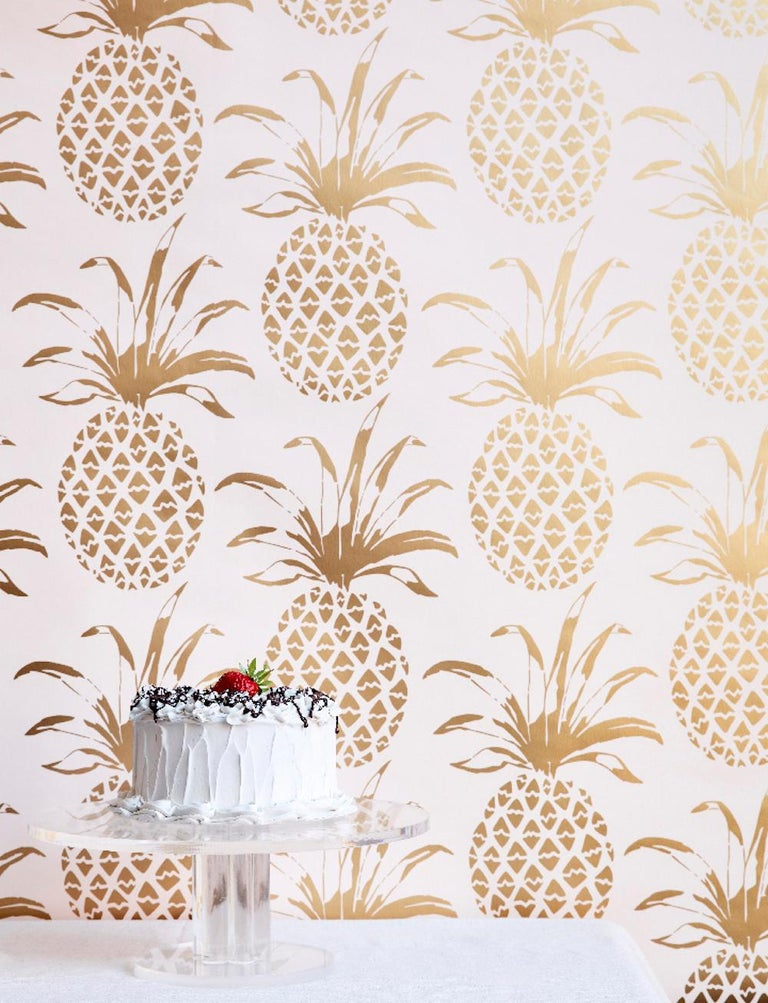 Piña Sola Designer Wallpaper in Bijoux 'Metallic Gold on Blush' In New Condition For Sale In Brooklyn, NY