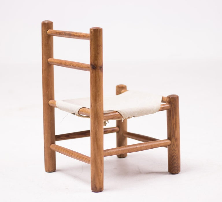 Mid-Century Modern Pine and Canvas Child's Chair For Sale