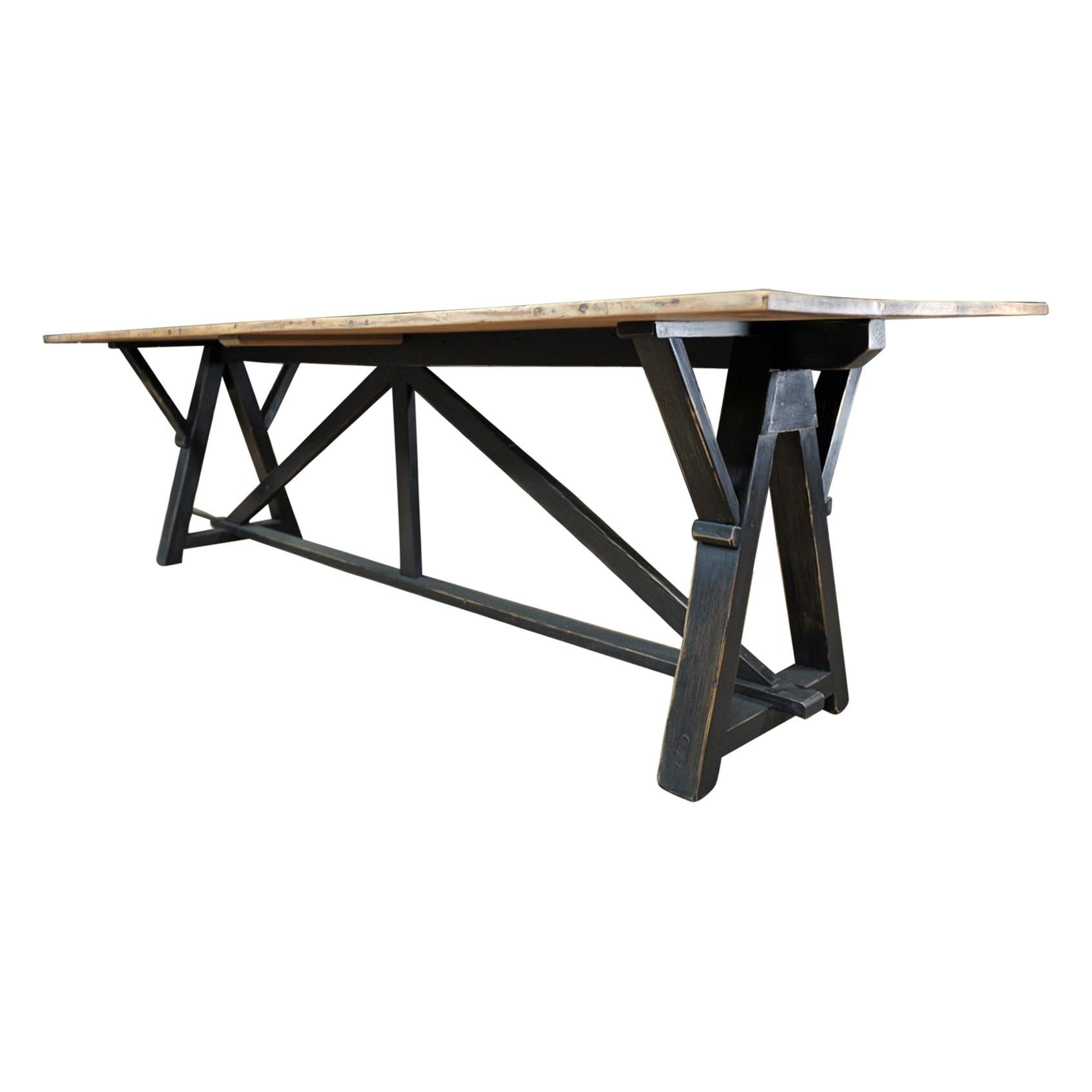 Pine Dinning Table in Pine, circa 1930