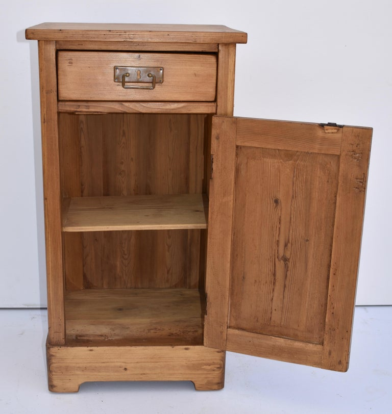 Pine Nightstand In Good Condition For Sale In Baltimore, MD
