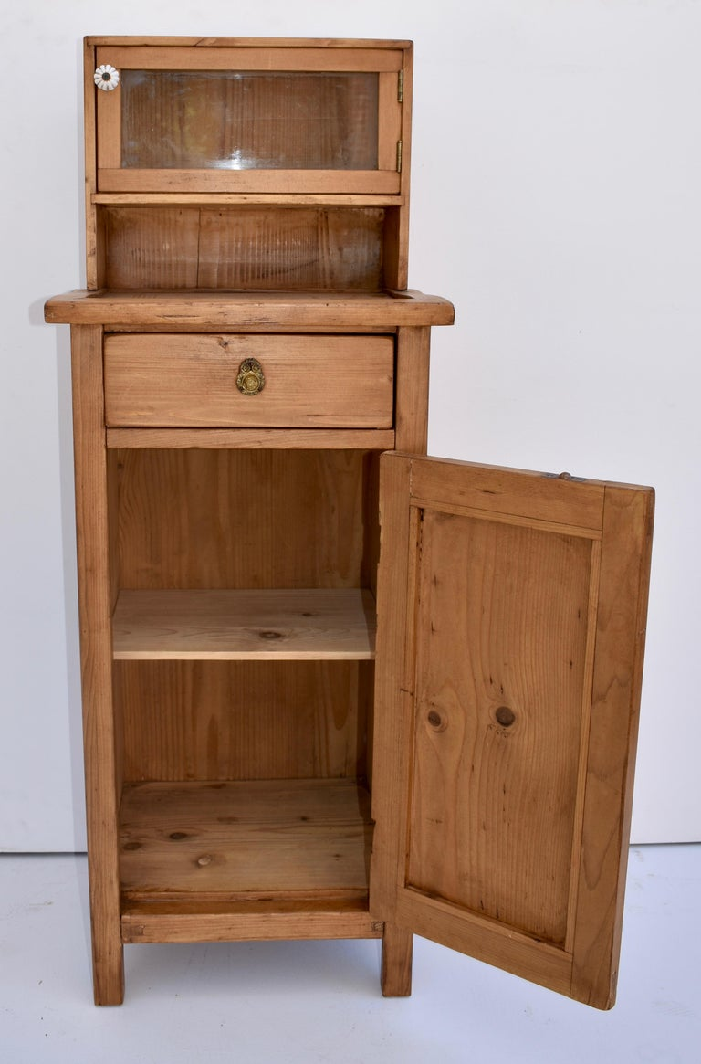 Pine Nightstand with Glazed Cupboard In Good Condition For Sale In Baltimore, MD