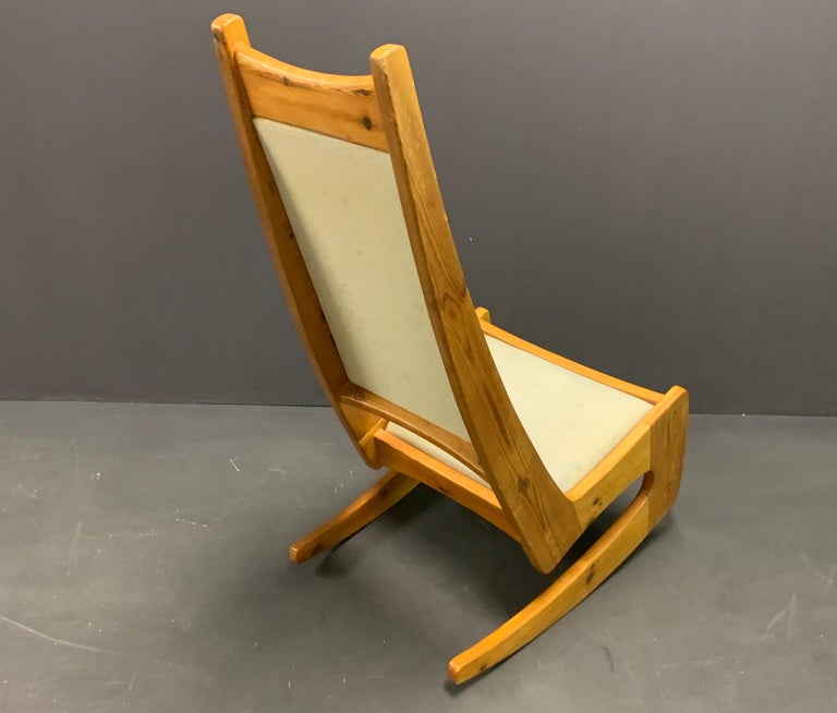 Pine Rocking Chair by Designer Craftsman Jeremy Broun  In Good Condition For Sale In Munich, DE