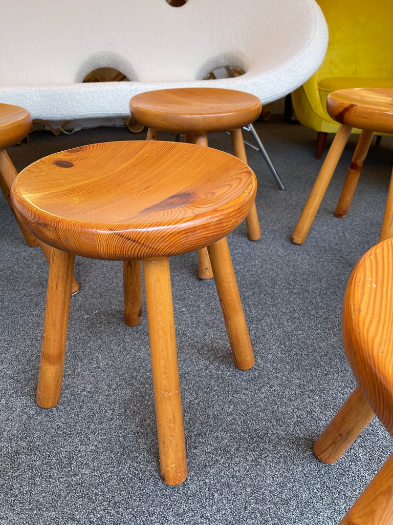 Pine Stool Attributed to Charlotte Perriand, France, 1960s In Good Condition For Sale In SAINT-OUEN, FR