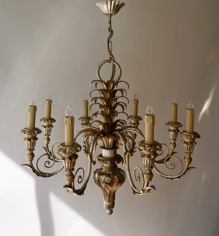 Pineapple Chandelier in Lacquered Wood and Gilt Brass, 1950s In Good Condition For Sale In Antwerp, BE