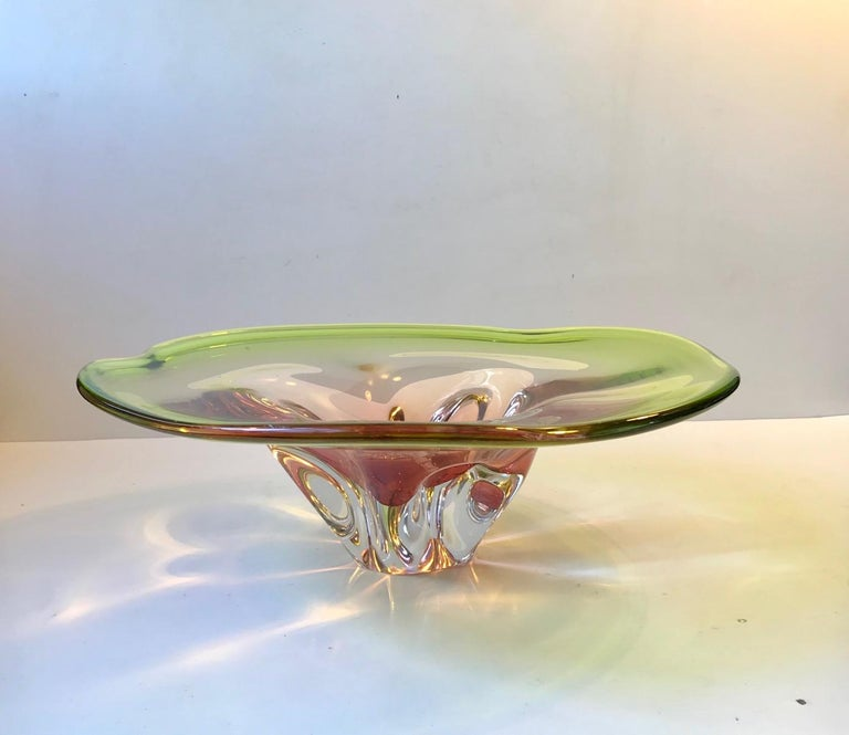 Large, monumental and heavy art glass bowl. Made from cased green main glass with a center in sculpted pink and clear glass. It shape, colors and delicacy mimics an exotic water lily. It was designed by Archimedes Seguso during the late 1950s and