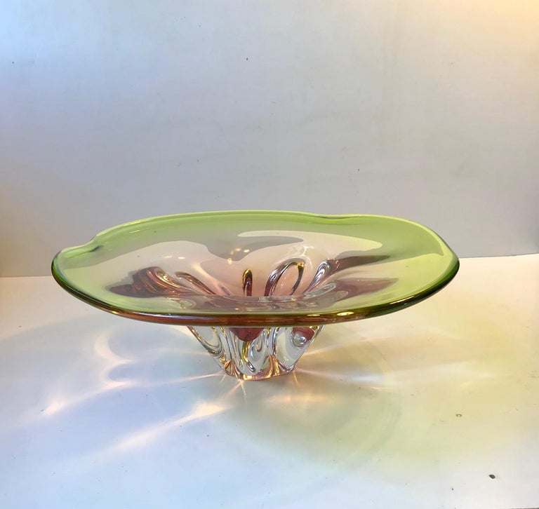 Art Glass Pink and Green Murano Centerpiece Bowl by Archimede Seguso, 1950s For Sale