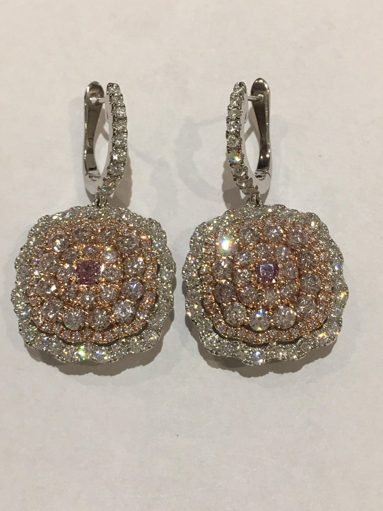 Round Cut Pink and White Diamond Set in 14 Karat Gold For Sale