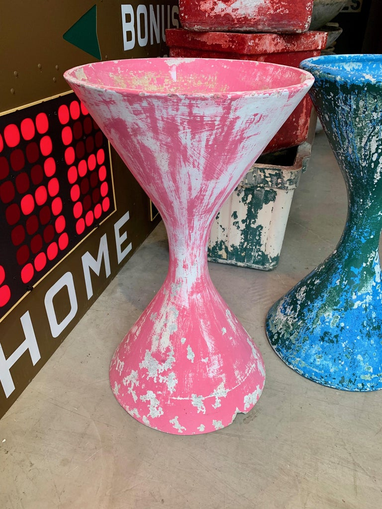 Fantastic hourglass planter by Willy Guhl painted years ago in hot pink. Great patina. Small chip on base as well as superficial 3 inch crack on stem. Both pictured. Really great coloring and sculptural piece.