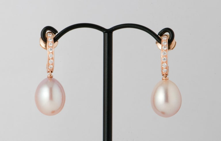 Pink Freshwater Pearls and White Diamonds on Pink Gold 18 Karat Drop Earrings In New Condition For Sale In Vannes, FR