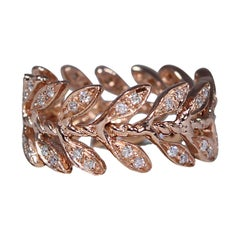Pink Gold Band Ring with Diamonds Pavé Leaves