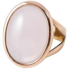 Pink Gold Ring Surmounted by a Pink Quartz and Nacre Shape Cabochon