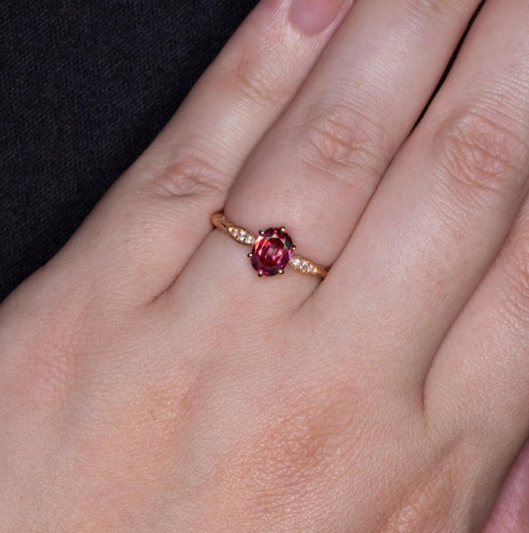 Pink Rhodolite Garnet White Diamonds Pink Rose Gold Solitaire Ring In New Condition For Sale In Rome, IT