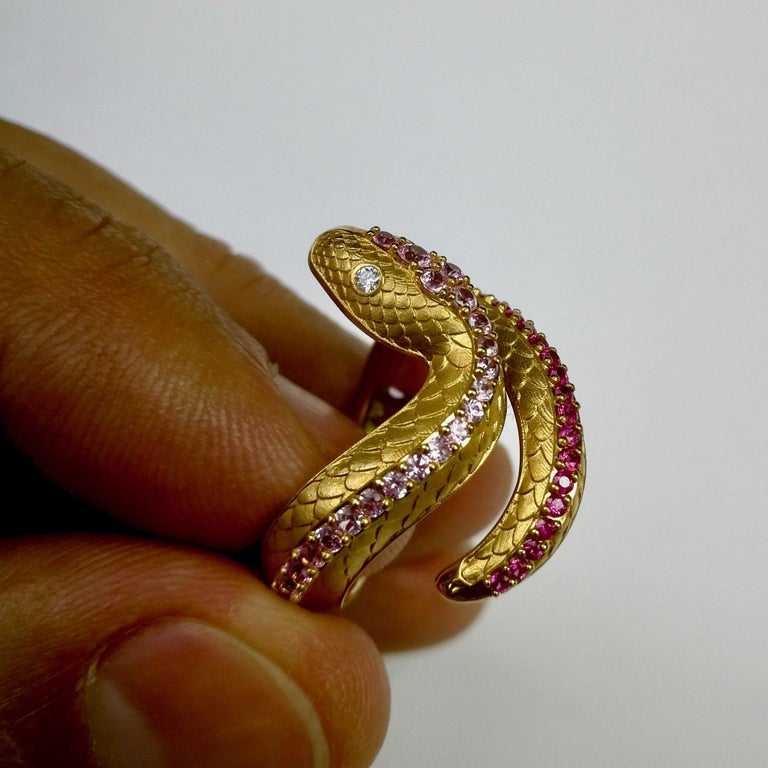 Contemporary Pink Sapphire Diamonds 18 Karat Yellow Gold Snake Ring For Sale