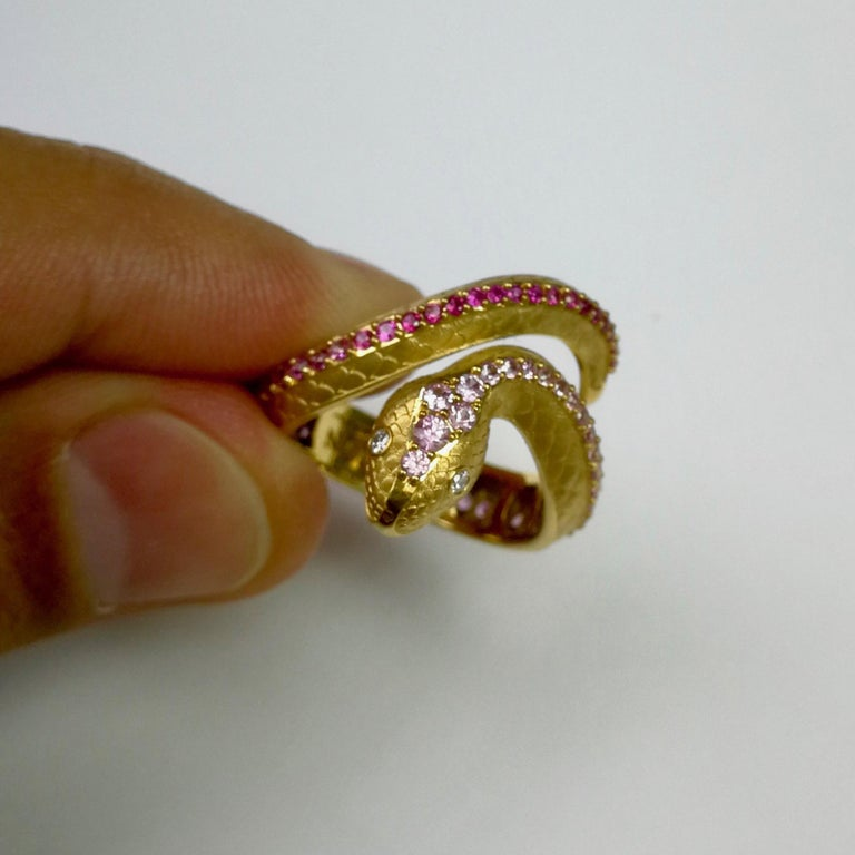 Pink Sapphire Diamonds 18 Karat Yellow Gold Snake Ring In New Condition For Sale In Bangkok, TH