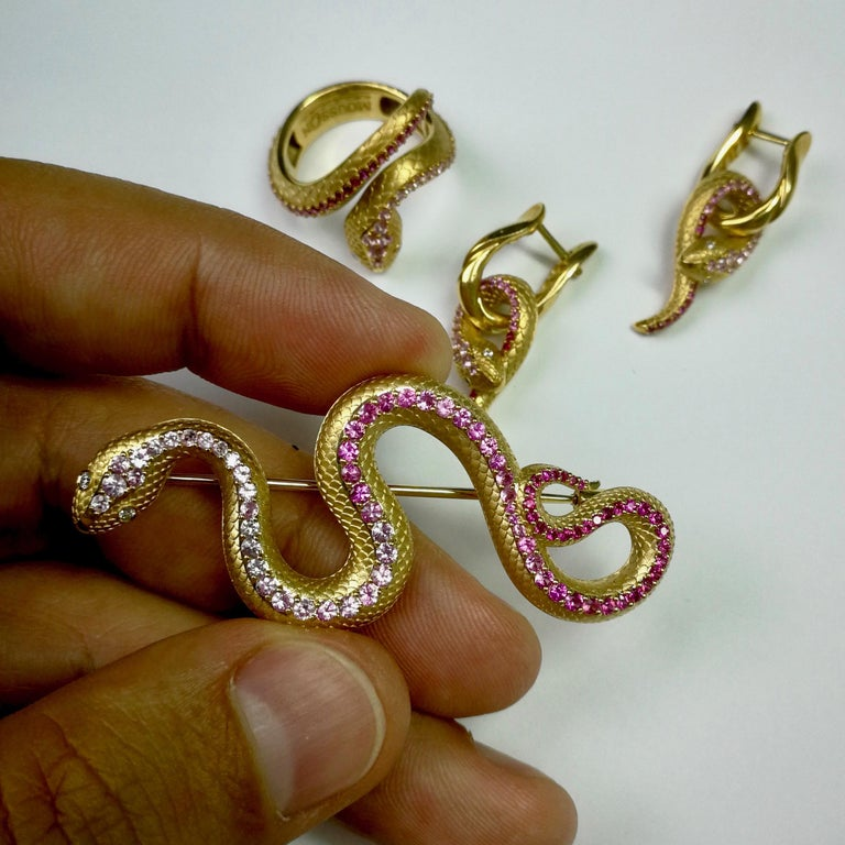 Pink Sapphire Diamonds 18 Karat Yellow Gold Snake Ring For Sale 3
