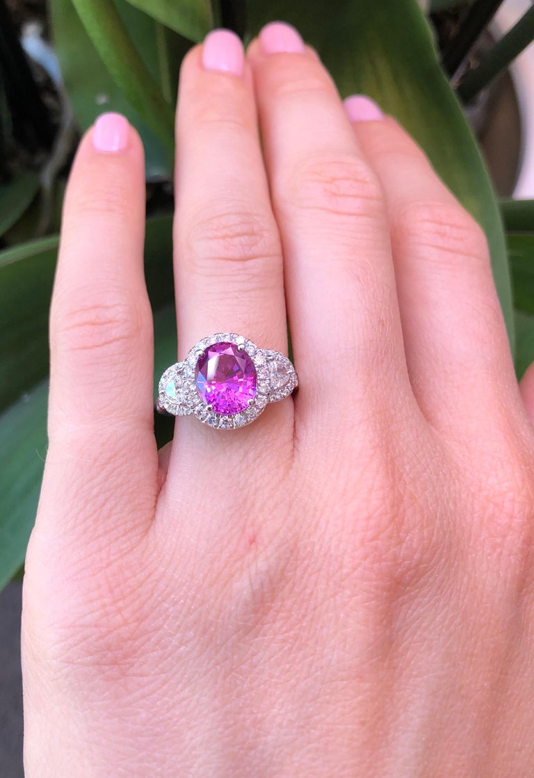 Modern Pink Sapphire Ring Oval 3.14 Carats For Sale