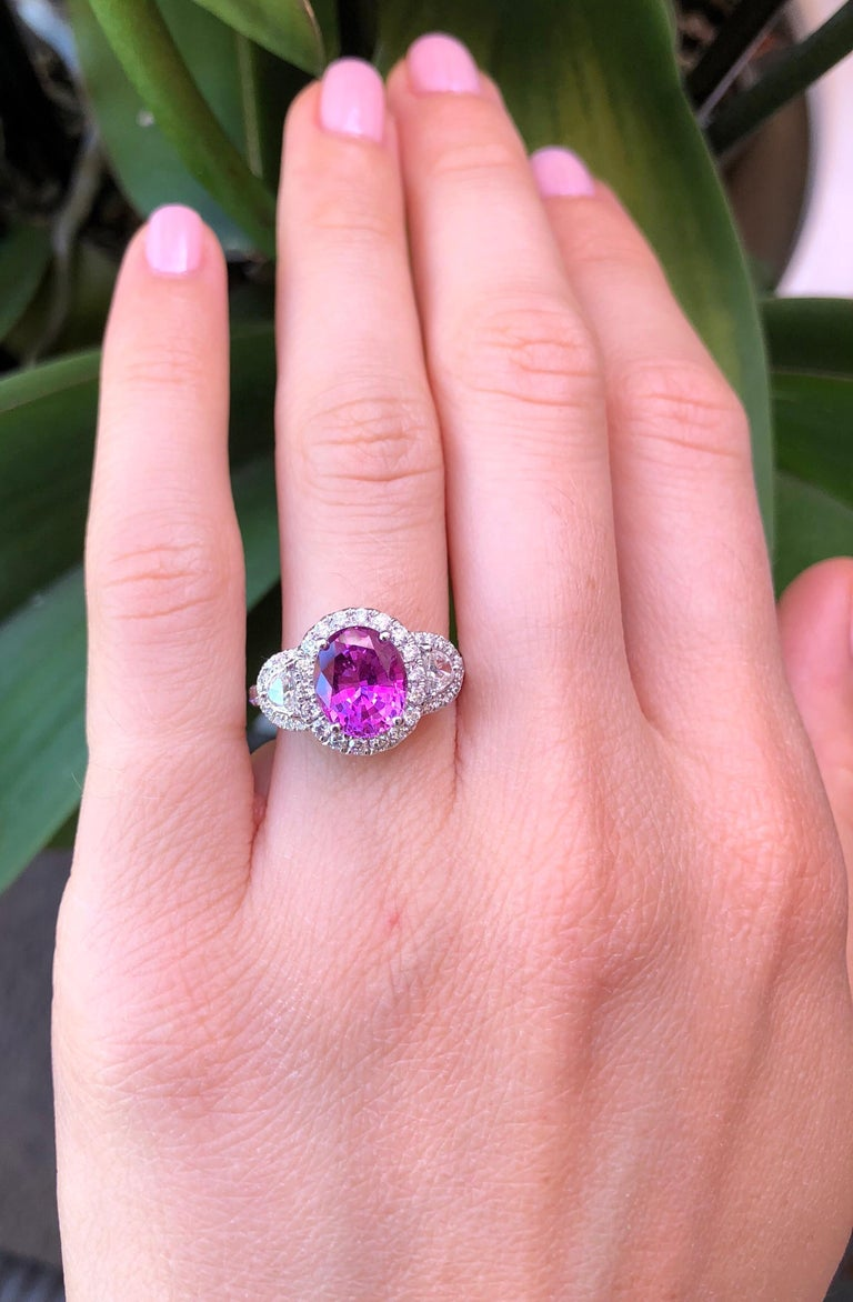 Pink Sapphire Ring Oval 3.14 Carats In New Condition For Sale In Beverly Hills, CA
