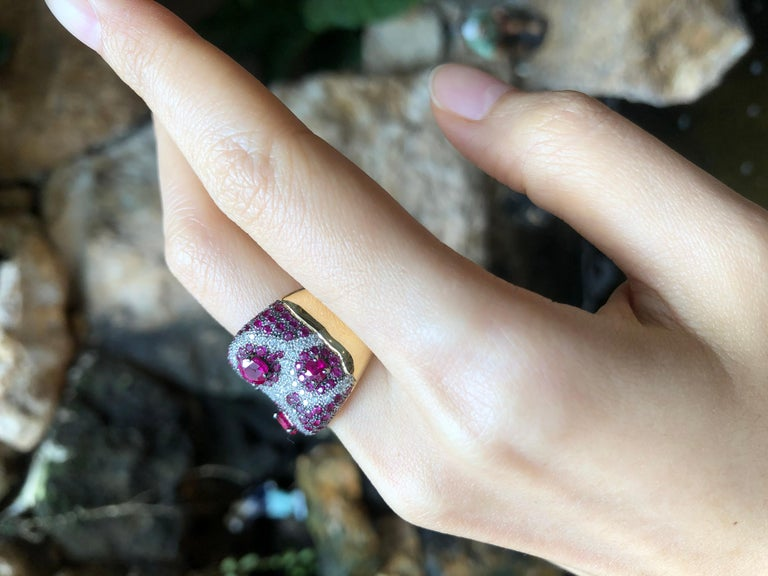 Women's or Men's Pink Sapphire with Diamond Ring Set in 18 Karat Rose Gold Settings For Sale