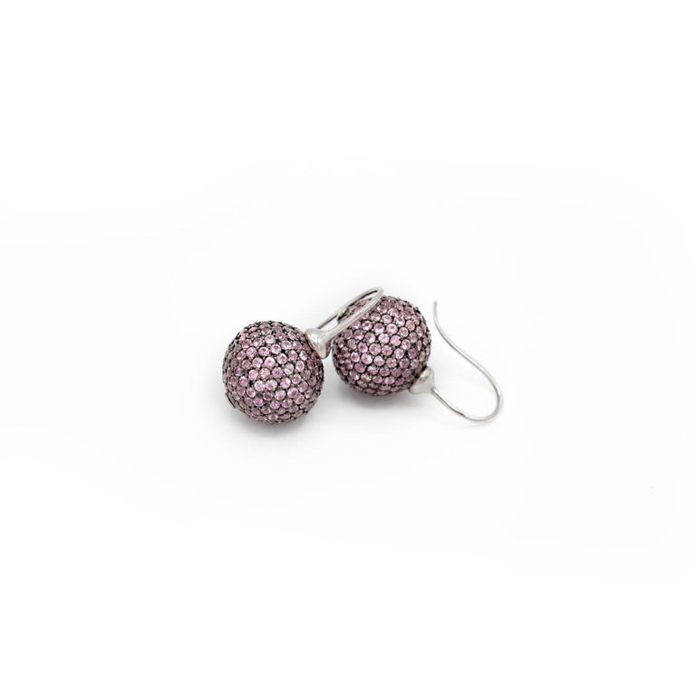 Elegant earrings in 18kt white gold and pink sapphires .  Silver setting Pink sapphires ct. 6,5 white Gold g. 2,2 Hook System