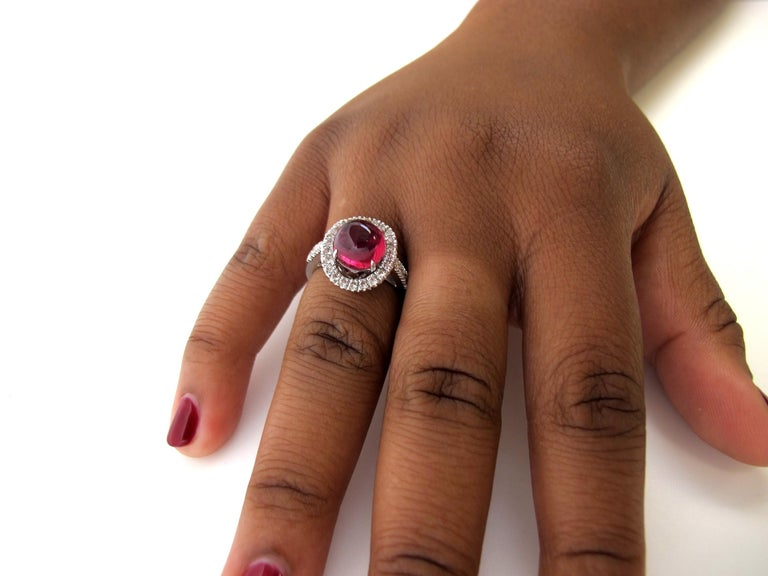 2.40 Carat Pink Tourmaline Cabochon and Diamond 18k White Gold Ring In New Condition For Sale In Los Angeles, CA