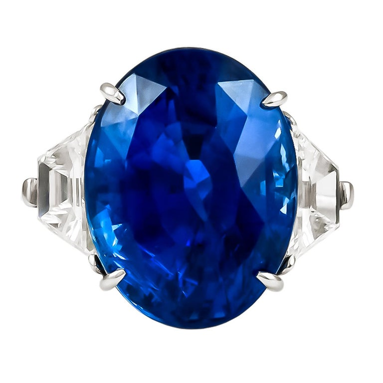 Piranesi Platinum Oval Sapphire, Diamond Ring In Good Condition For Sale In New York, NY