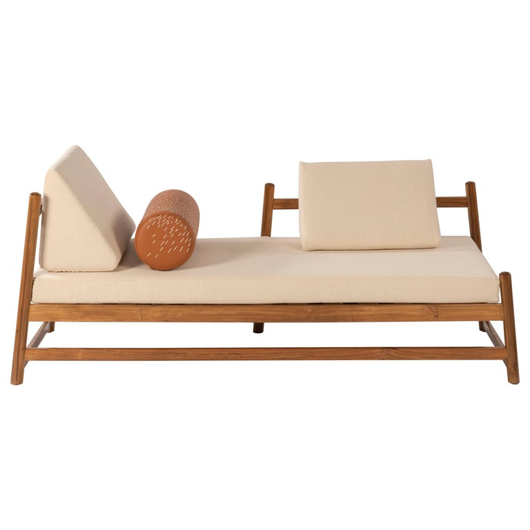 Pita Outdoors Daybed, Teak Wood and Off-White Denim For Sale