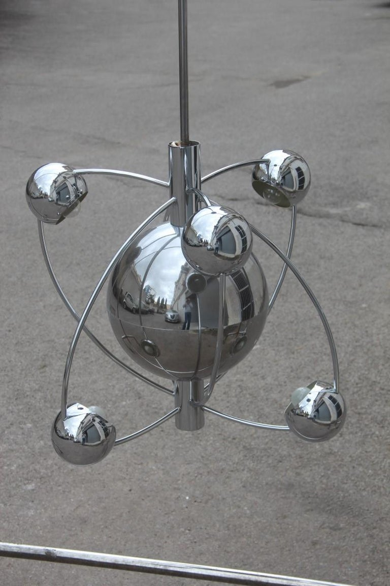 Reggiani planetary universe and sun chandelier chromed Italian design, 1970 planets.  A very particular chandelier, representing the solar system and all the planets that revolve around, really a very particular and unique chandelier, presents 6