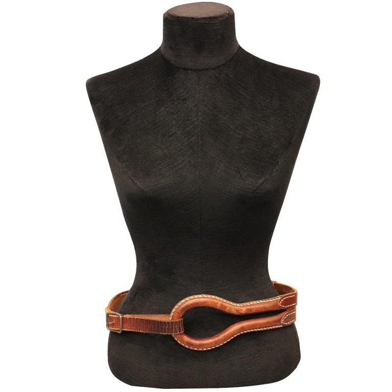 Plantation brown leather double band W/ Loop and Front Buckle. In excellent condition   Measurements:   Longest length - 39.5 inches Shortest length - 33 inches Width - 1.9 inches