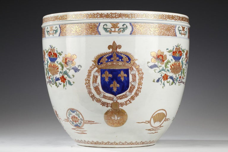 Important porcelain planter and decorative dish attributed to Samson & Cie. They are decorated with golden and red friezes of intertwined lotus, fruits and flower cups, fans and two