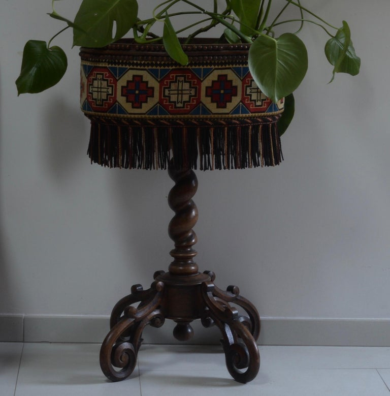 Planter XIX zinc tray with hook cover, missing 7 balls Dimensions: 52 x 38 height 84 cm.