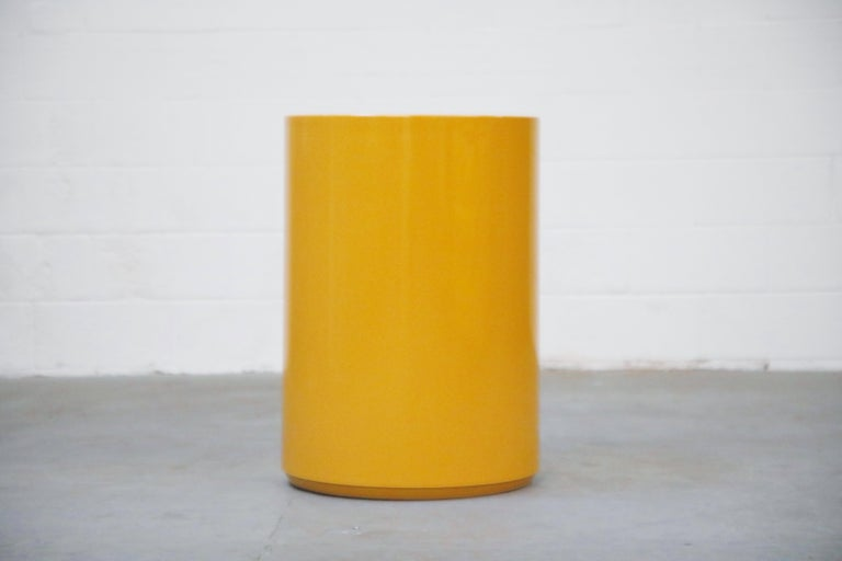A wonderful high quality piece by Peter Pepper Products, Inc made with Plastiglas, a fiberglass innovation of the 1970s. This collectible Mid-Century Modern side table, which also works great as a display stand for a sculpture or piece of art, is a