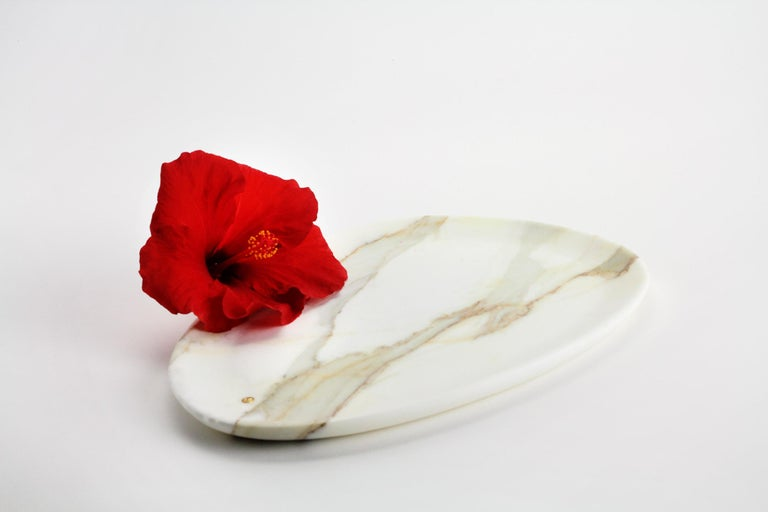 Modern Plate Handmade in Calacatta Marble Contemporary Design by Pieruga Marble Italy For Sale
