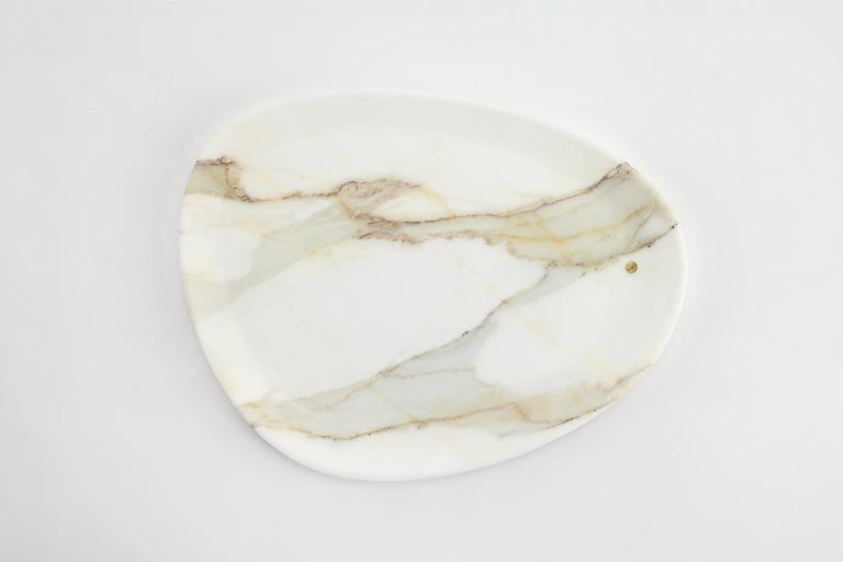 Italian Plate Handmade in Calacatta Marble Contemporary Design by Pieruga Marble Italy For Sale