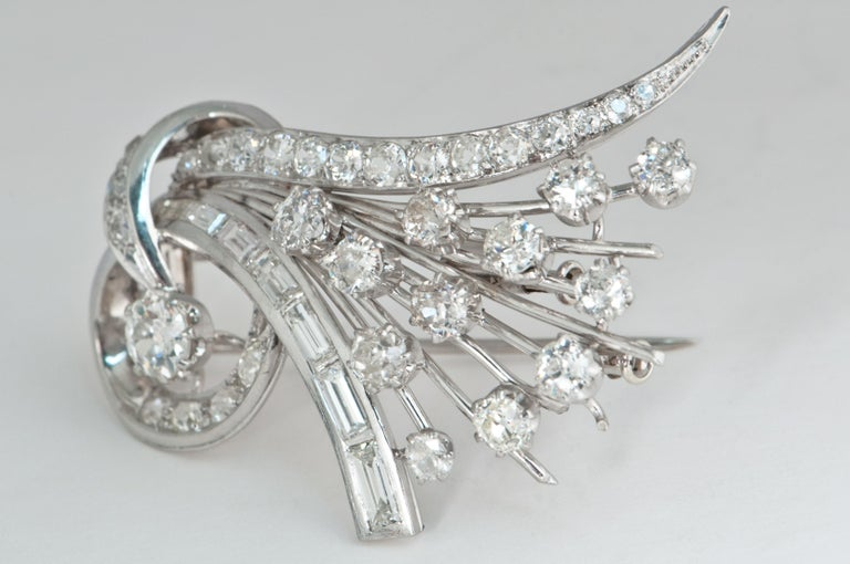 Platine and Diamonds Brooche Shape Bouquet of Flowers, circa 1950s For Sale 4