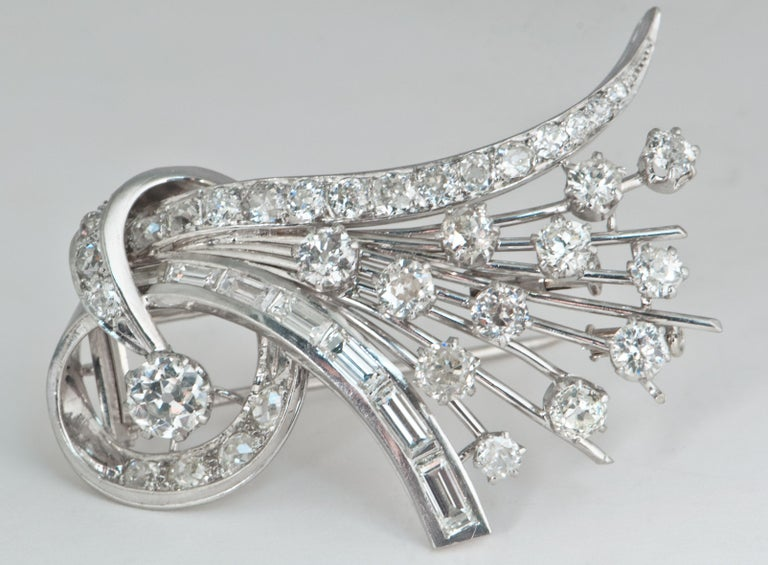 Platine and Diamonds Brooche Shape Bouquet of Flowers, circa 1950s For Sale 5