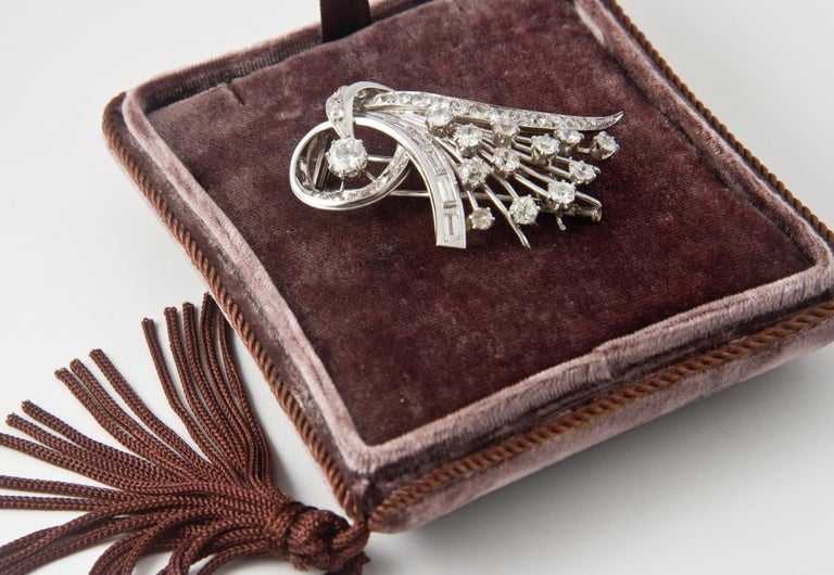 Platine and Diamonds Brooche Shape Bouquet of Flowers, circa 1950s For Sale 8