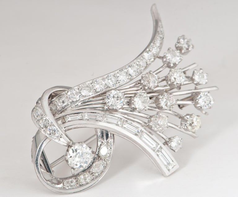 Platine and Diamonds Brooche Shape Bouquet of Flowers, circa 1950s For Sale 3