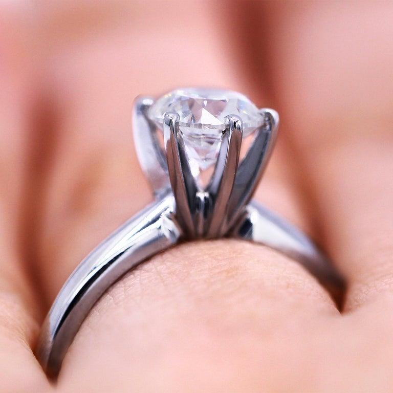 Round Cut Platinum 1.05 Carat F-VVS2 Engagement Ring For Sale