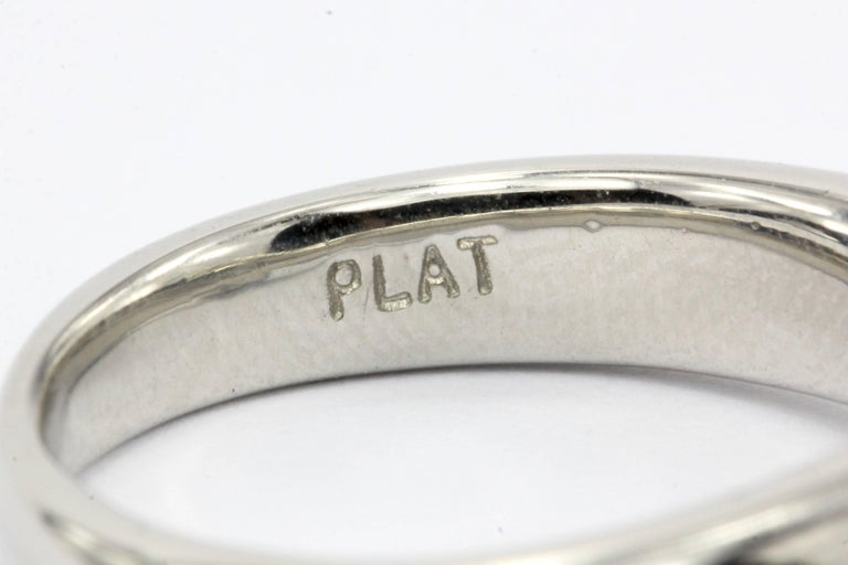 Platinum 1.12 Carat D/VS2 Round Brilliant Diamond Solitaire Engagement Ring For Sale 1